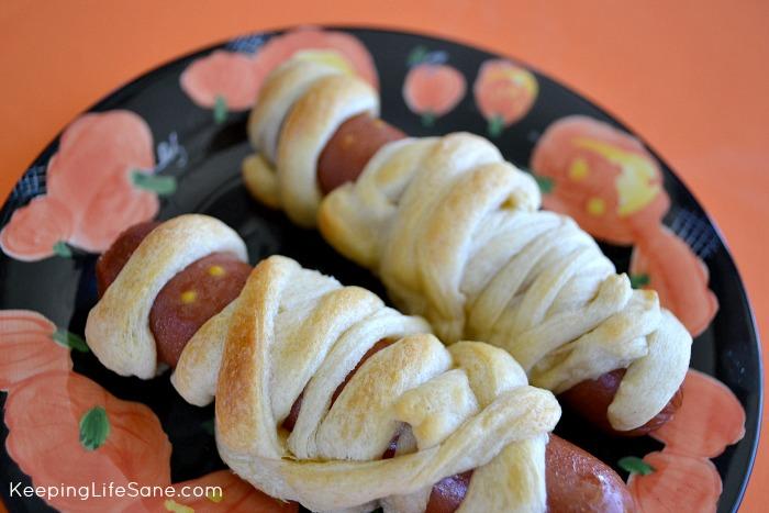 Yummy Mummies- Mummy Hot Dogs