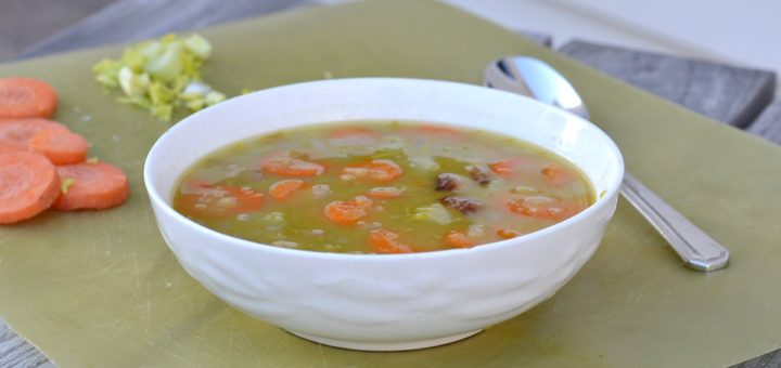 We had some extra ham this week so I decided to try making some homemade split pea soup. Don't you just love homemade soup on a cold day?