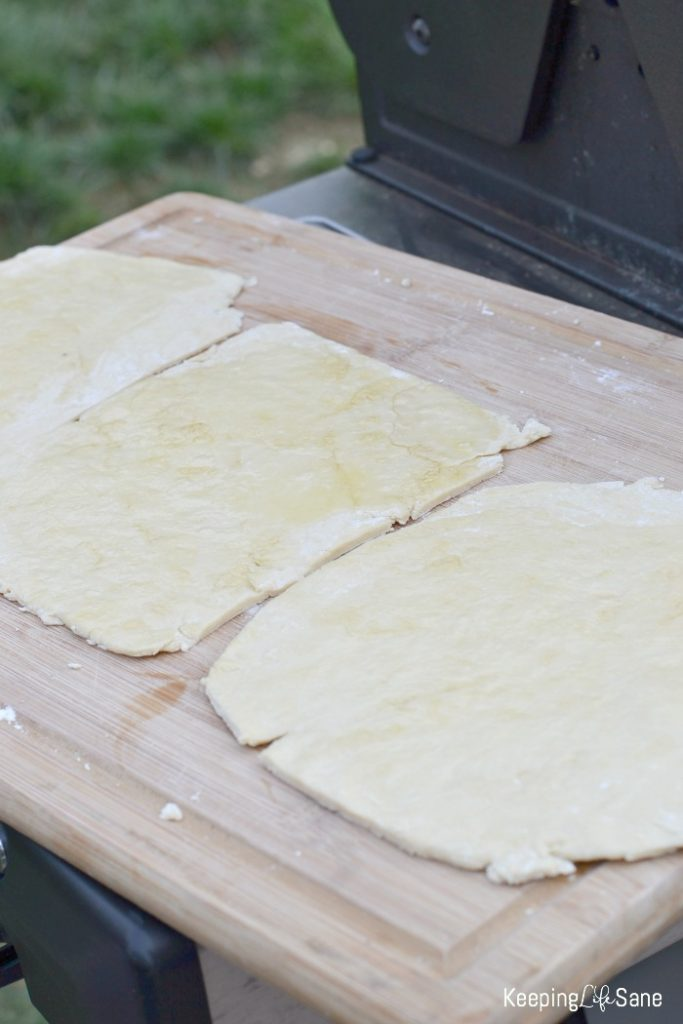 I know you don't want to turn your oven on in the middle of summer. Here's a great grilled pizza crust recipe so you can cook outside.