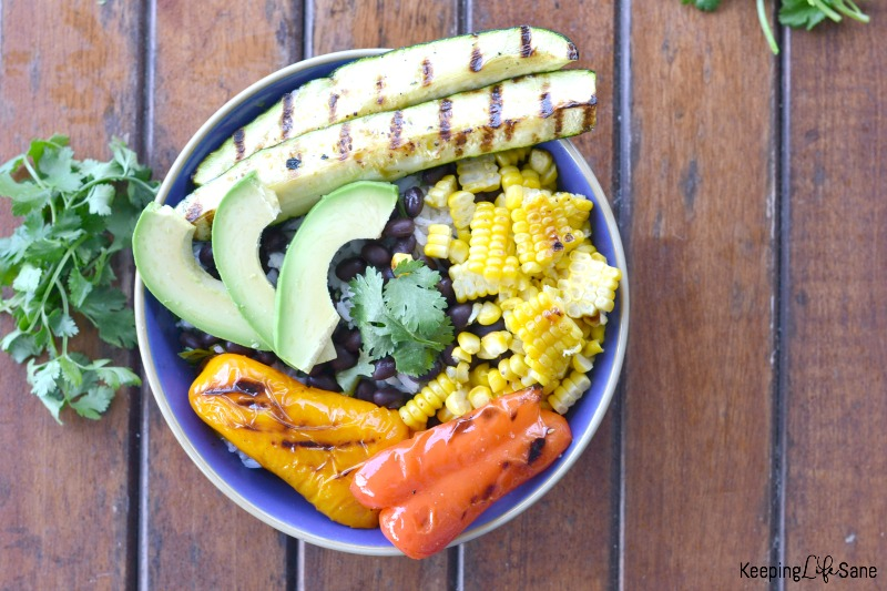Get this recipe for a HEALTHY summer BBQ veggie bowl. It's so delicious and colorful. Make sure you make extra so you can have leftovers.