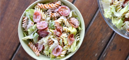 I love this quick recipe for creamy BLT pasta and you will too! It's great for a quick dinner AND lunch the next day. YUMMY!