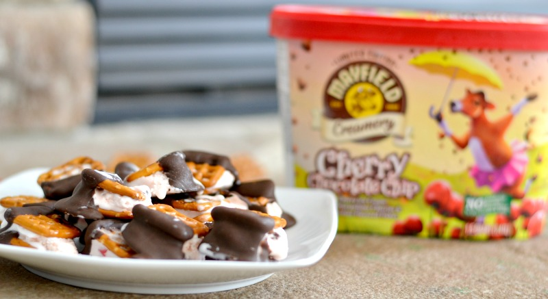 You are going to love these ice cream pretzel bites. It's perfect for a quick bite sized treat that you can grab quickly and enjoy.
