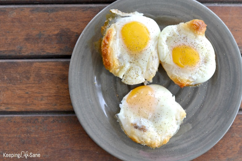 Here's a great breakfast I KNOW you and your family will love. It's quick and easy. They'll think you spent a long time making these crescent roll egg cups.