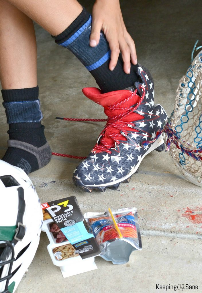 Are your afternoons crazy like mine? Here are some GREAT hacks for moms with kids in after school sports. You'll want to read these!