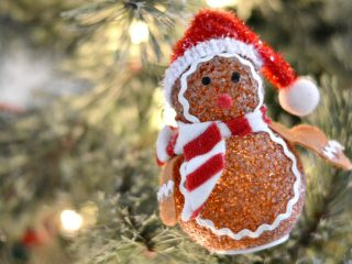 Check out these 4 EASY Christmas safety tips you need to review to stay safe over the holidays.