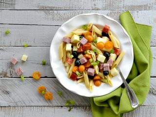 It's school time! Grab this great antipasto salad that's perfect for lunches and get some back to school lunch tips at the same time.