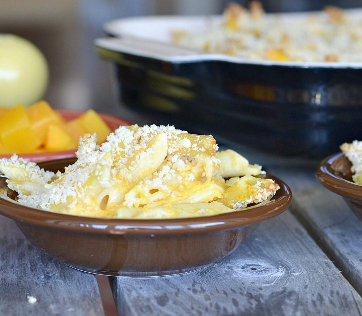 small bowls of Mac n cheese topped with bread crumbs