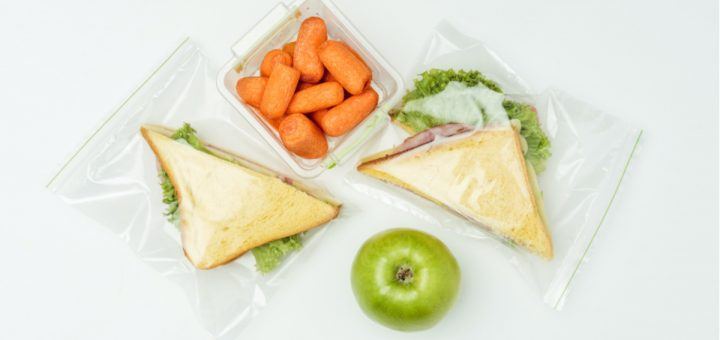 Who doesn't want to save time? Click over and get this clever hack and the BEST tip for easy lunch packing. It's so easy!