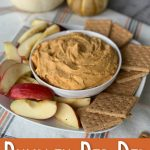 Bowl of pupkin pie dip with apples and graham crackers